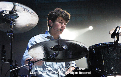 Nick Jonas - Jonas Brothers World Tour 2009
